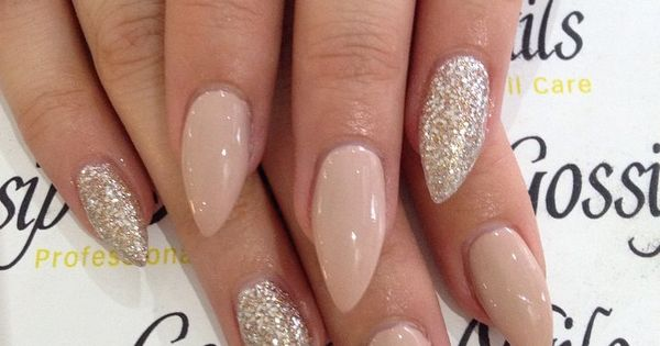 Elegant stiletto nails☻not a fan of the shape but love the design