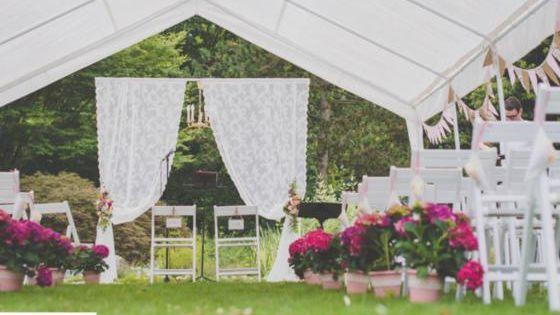 Freie Trauung Der Traum Vieler Braute Hochzeit Scheunen Hochzeit Gartenhochzeit