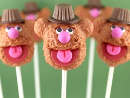 How cute are these?! Fozzie Bear Cake Pops. I want a Muppet