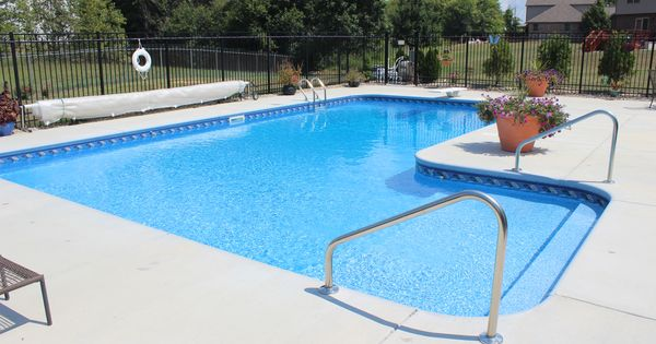 L shaped vinyl liner swimming pool with custom sun deck for Above ground pool decks indianapolis