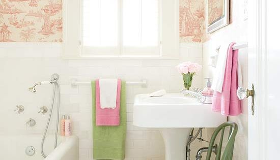 Little girl bathroom. I am SO doing this color combo in my