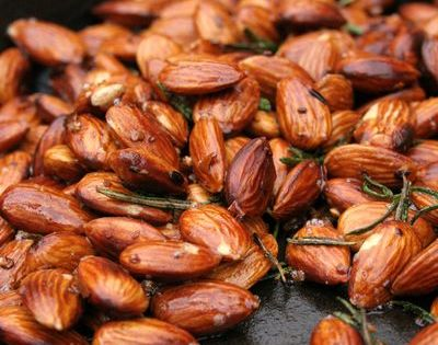 Garlic rosemary chilli almonds recipe: the perfect little snack. Be creative w/