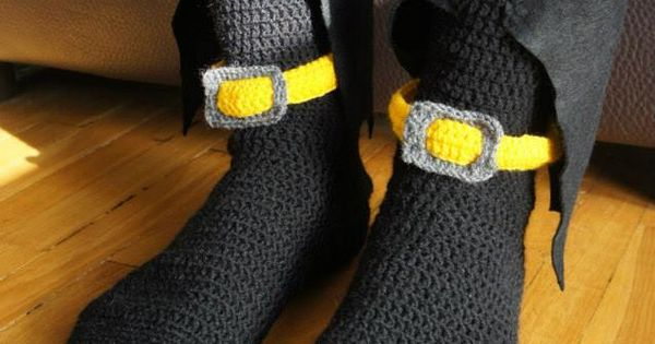 Crochet Batman socks with a cape :D - www.facebook.com/IvkinKutak Funny cro...