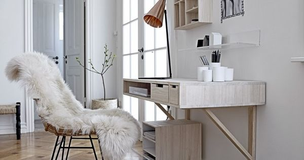Small floating shelf for dressing table for the home for Bureau qui s accroche au mur