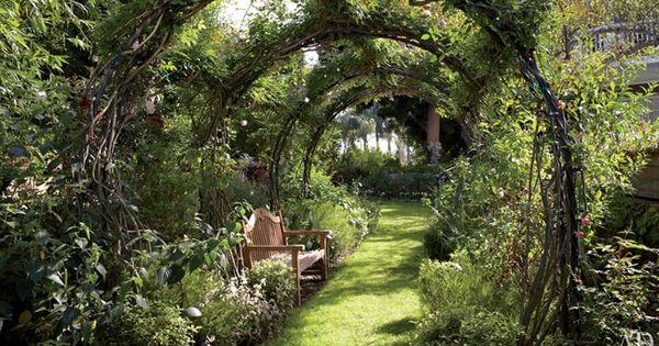 Garden Arch, Elizabeth Taylor. AD July 2011