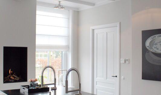 Stoer en strak interieur balken in wit gelakt wil jij ook verf en klauradvies wij helpen je - Verf balken ...