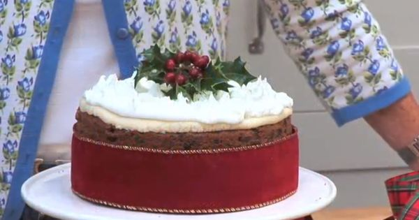 Decorating Christmas Cake Mary Berry : Mary berry how to bake a christmas cake