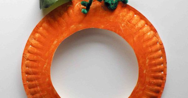 pumpkin paper plate craft - picture in middle! cute kids craft