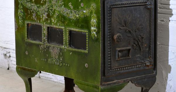 Small french wood burning stove in decorative green glazed for Decorative rocket stove