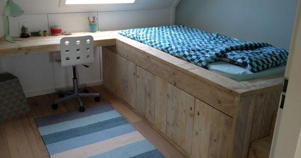 Boys bedroom bed van steigerhout met tafel en opbergruimte my house pinterest boy beds - Loft bed met opbergruimte ...