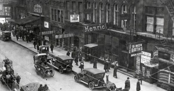Randolph And Dearborn 1914 Chicago Note The Famous Henrici S Restaurant Established 1868 Closed 1962 As W Chicago Pictures Chicago Photos Chicago History