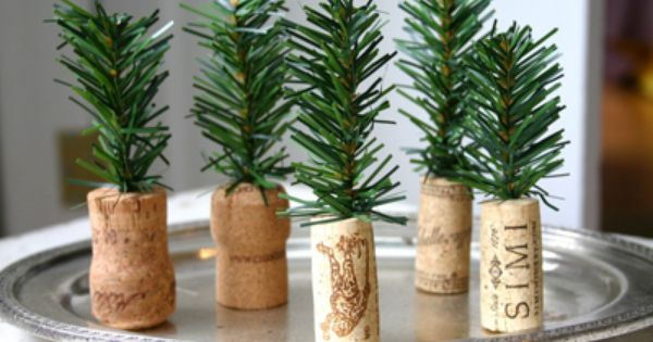Wine Cork Christmas Tree - a good idea for a place card.
