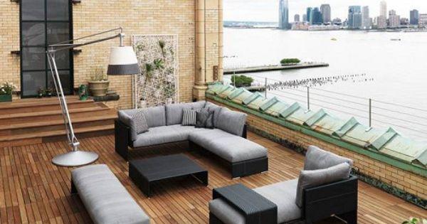 moderne dachterrasse gestalten holzdeck stehlampe lounge sofa