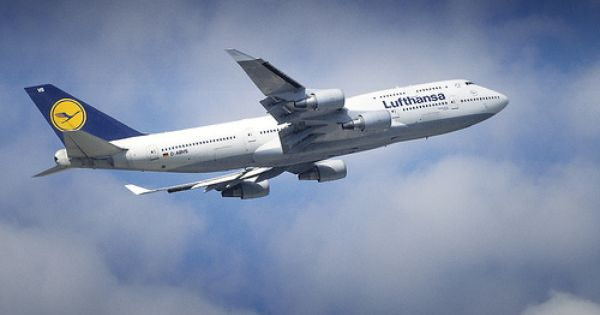 Lufthansa Airlines Is The Flag Carrier Of Germany And In Terms Of Passenger Numbers It S Also The Largest Airline In Europe Airlines Aircraft Airplane