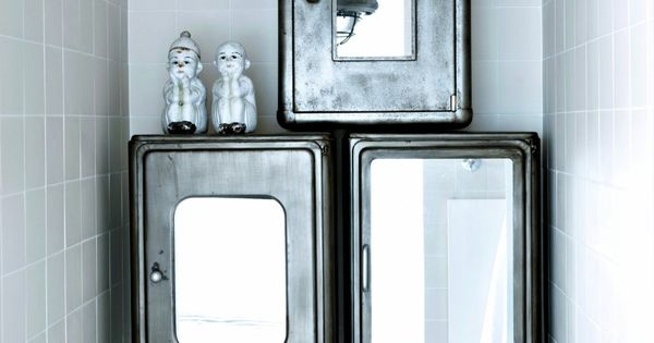 ann es 30 pour la salle de bains home photos and metal cabinets. Black Bedroom Furniture Sets. Home Design Ideas