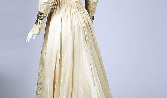 Dress, diagonal back view Date: ca. 1900 Culture: American Medium: silk Accession