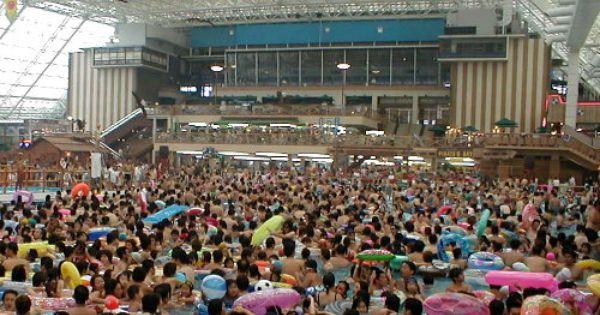 Tokyo summerland drukste zwembad ter wereld drukste for 7 summerland terrace