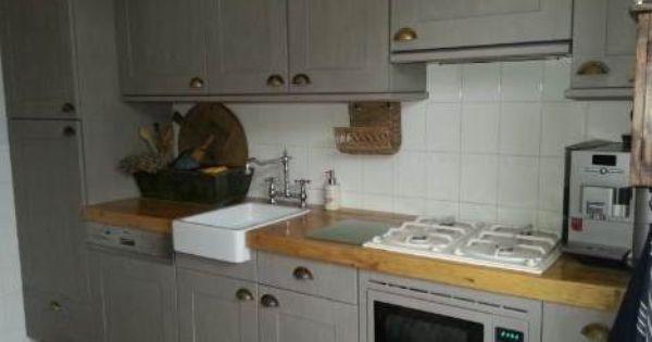 Hierboven een geweldig mooi voorbeeld hoe je een witte keuken kan transformeren met annie sloan - Verf haar woonkamer ...