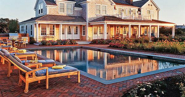 Gorgeous! Perf beach house... Not sure how I feel about the bricks