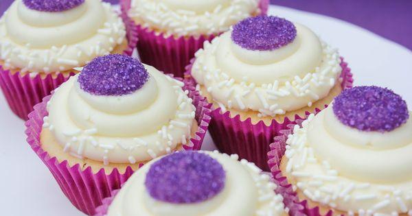 Cream cheeses, Chocolate cakes and White chocolate cupcakes on ...