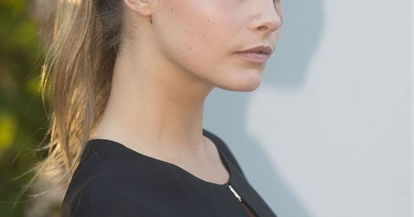 Cara Delevingne hair- cute high ponytail for summer