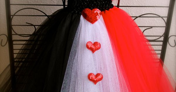 Queen of hearts: Make this tutu, wear a black tank, red lipstick
