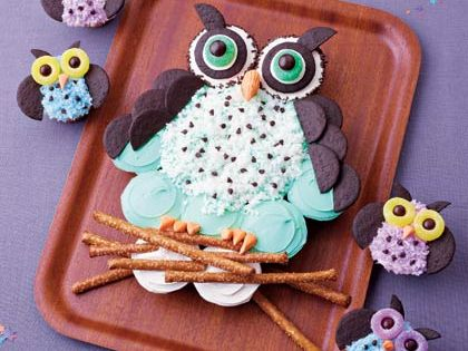 This owl cupcake cake is so adorable!