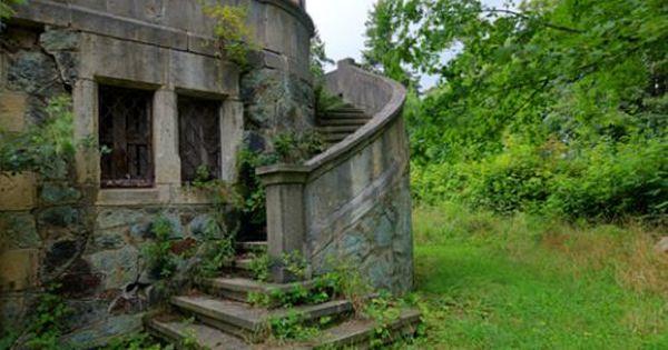 Villa Frankenstein (D) August 2014 abandoned villa in the former East Germany