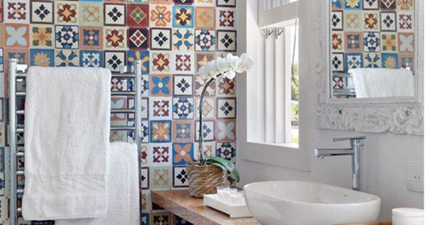 quelques id es pour le carrelage salle de bain en couleur art populaire tuile et espagnol. Black Bedroom Furniture Sets. Home Design Ideas
