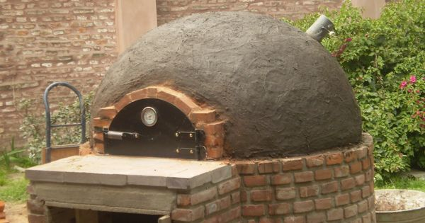 Horno de barro con puerta de hierro que podes conseguir for Puerta 7 campo de mayo