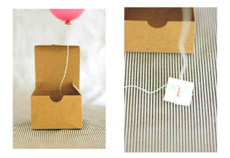 Balloon invitations. Such a cute idea! Great for a kids birthday party!