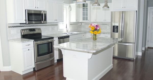 Gorgeous Modern Kitchen With White Cabinets Stainless