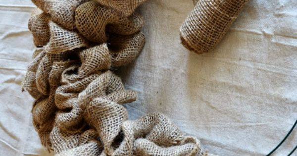make an easy burlap wreath | BURLAP WREATH TUTORIAL