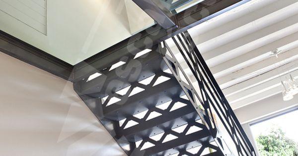 escalier m tallique 2 4 tournants avec palier. Black Bedroom Furniture Sets. Home Design Ideas