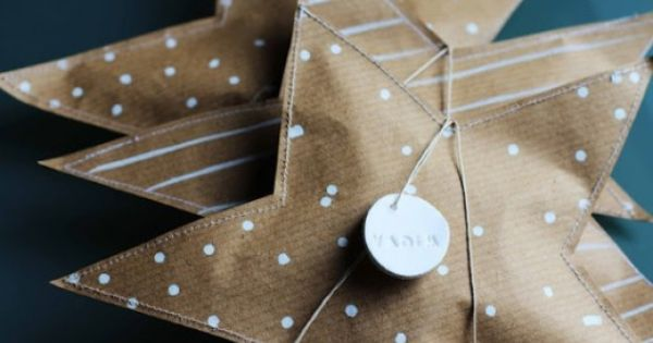 Cute star wrapping idea. Website is not in English but pictures make