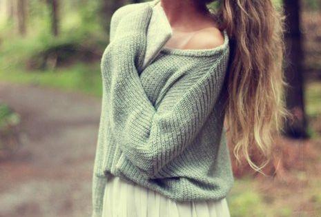 Big sweater + pleated skirt = brilliant.