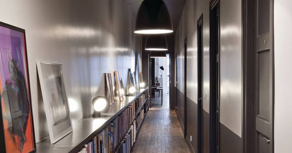 Couloir biblioth que visite d 39 un appartement masculin f minin elle corridor pinterest for Couloir appartement
