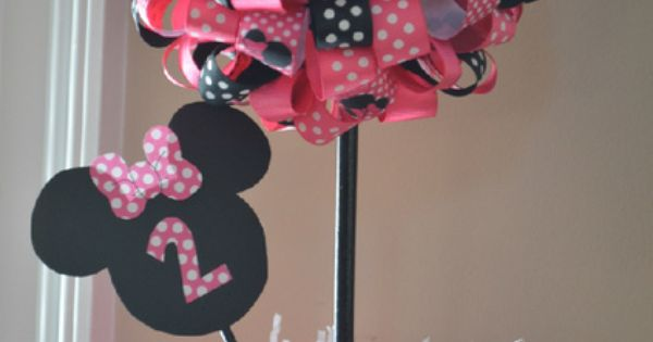 Table decoration for Minnie Mouse party