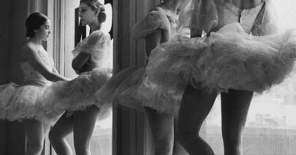 Ballet dancers. Photo by Alfred Eisenstaedt.