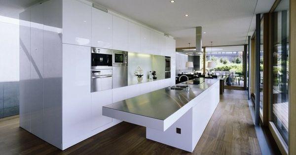 de cuisine moderne avec îlot, bar ou table à manger  Tables de bar ...