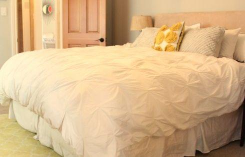 Que cama enorme silvia dormitorio pinterest edred n - Cubrepies de cama ...