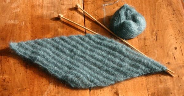 Tricot en diagonale une augmentation au d but de chaque rang endroit avec une diminution sur - Faire une augmentation en tricot ...