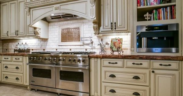 Custom Design Fashioned With Exquisite Taste Boasting All Viking Kitchen Appliances 9400 Park