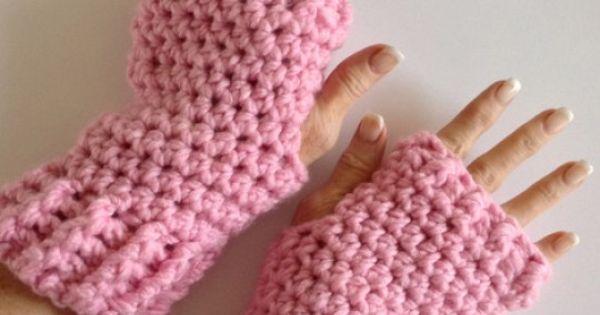 Free Pattern: Fingerless Gloves / Texting Mitts Crochet ...