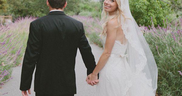 long lace veil!