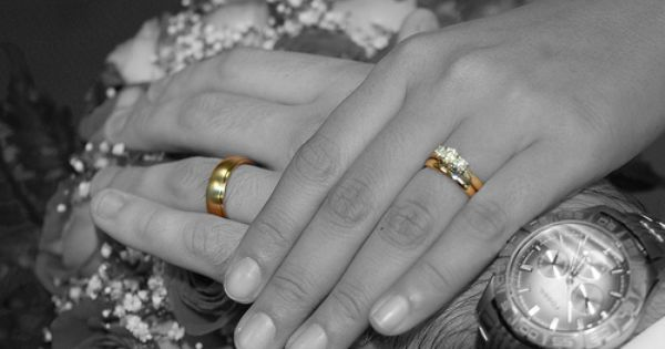 Why Wedding Rings Are Worn On The 4th Finger Of The Left Hand Engagement Rings On Finger Wedding Ceremony Rings Rings Ceremony
