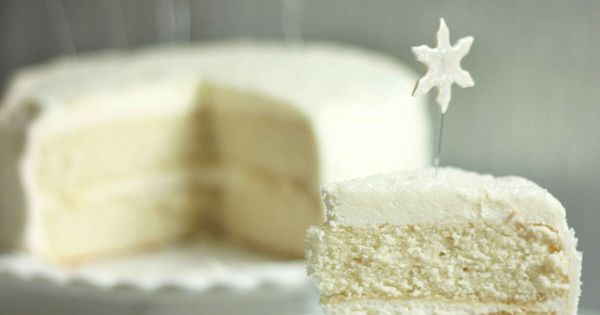 ~ White Christmas Cake Recipe ~ Says: The cake is a a