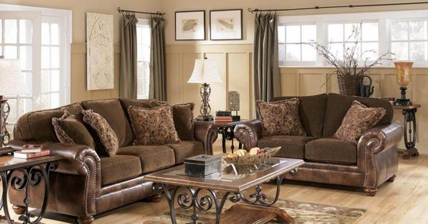 Traditional Living Room Interior Decorated Beautiful Sofa Center Table Wal