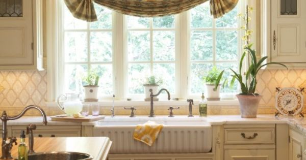 Beautiful traditional kitchen nice arched window for Arched kitchen window treatment ideas