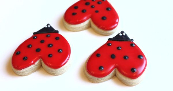 Love Bug Heart cookies - I am totallying going to make my